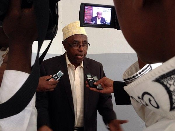 Comores: Valse  au Journal Alwatwan