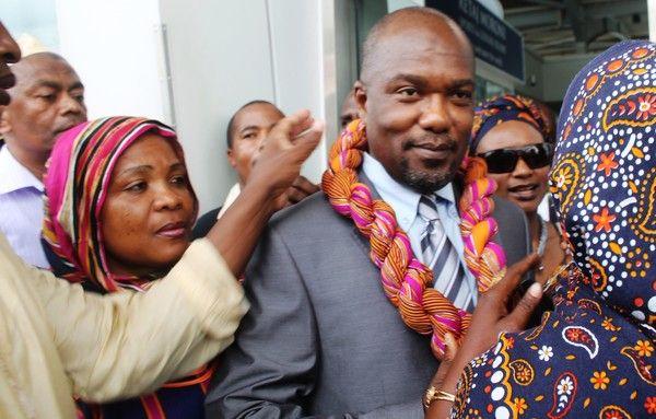 Comores:Telle une lanterne, Salimou fraie une conférence!
